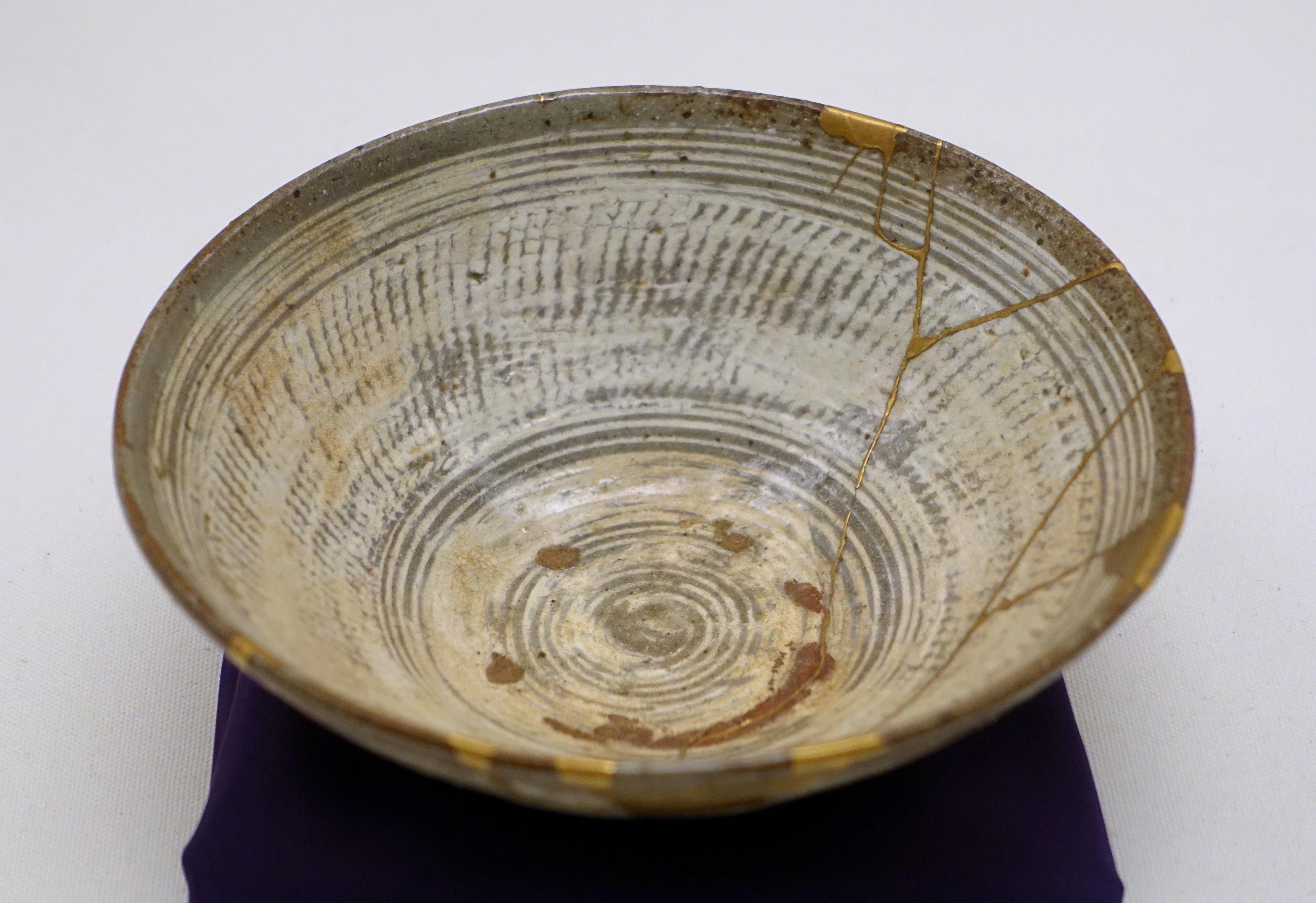 Bol à thé coréen réparé selon la méthode du kintsugi Ethnologisches Museum de Berlin Photo : Daderot
