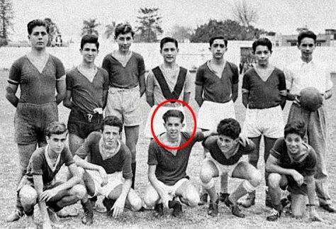 Albert Camus jeune au sein de son équipe de football