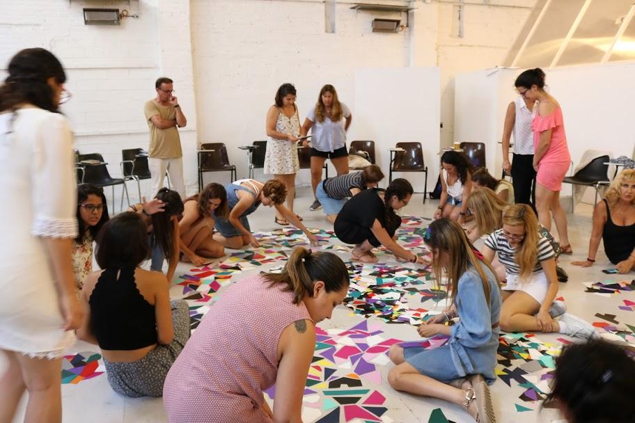 Séance d'art-thérapie en groupe à Barcelone Photo : MetaforaBarcelona