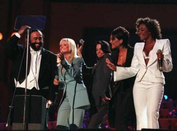 Duo improbable en 1998 entre Luciano Pavarotti et les Spice Girls