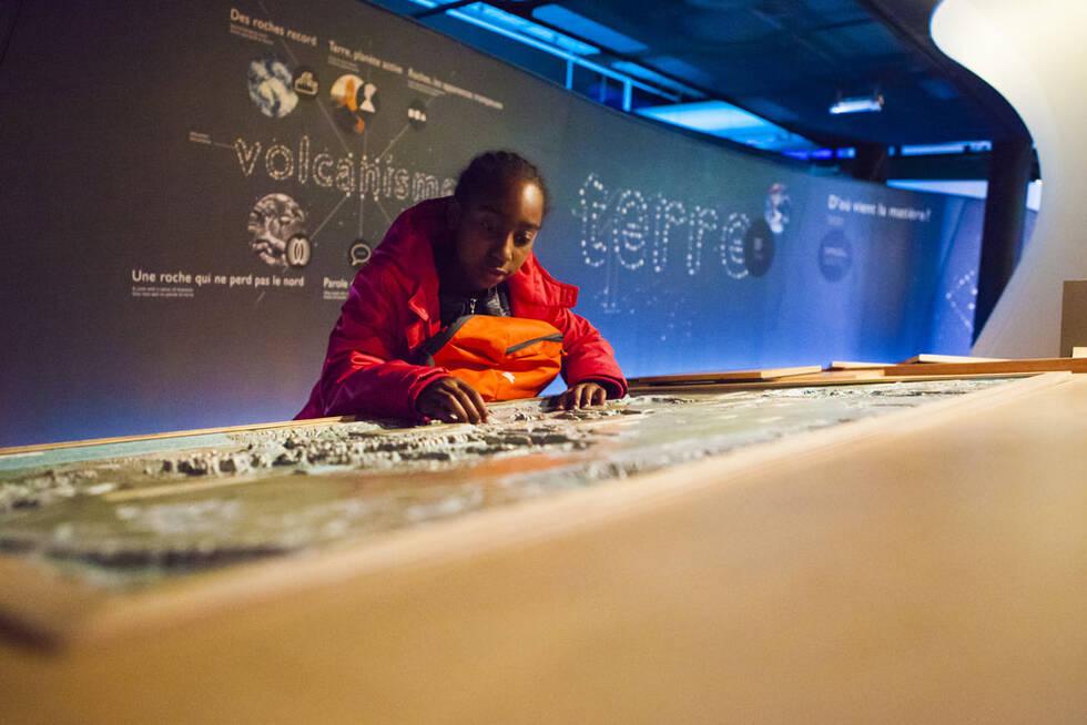 Des dispositifs tactiles sont proposés dans les expositions de la Cité des Sciences et de l'Industrie – Photo : Cité des Sciences et de l'Industrie