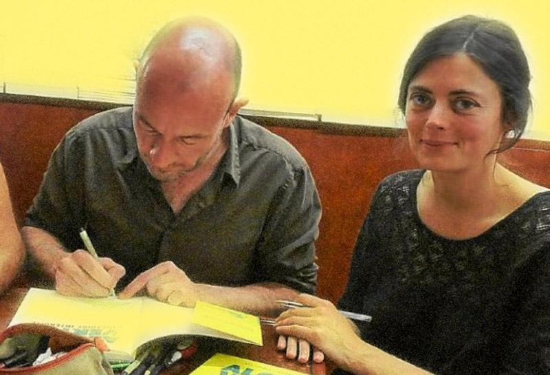 La journaliste d'investigation Inès Léraud et le dessinateur Pierre Van Hove au festival de la bande dessinée d'Angoulême