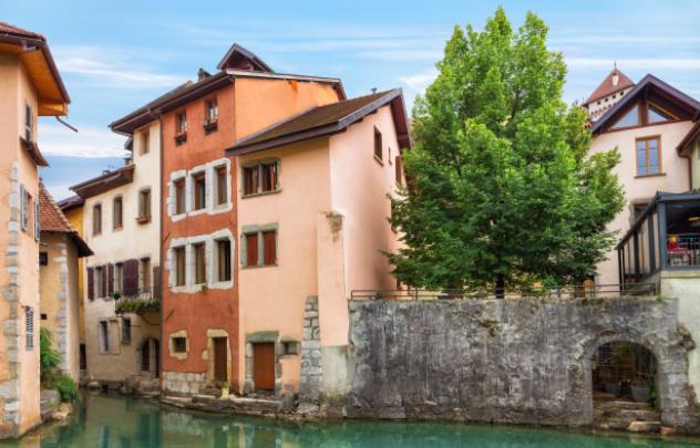 Maison d'Annecy avec sa porte d'eau