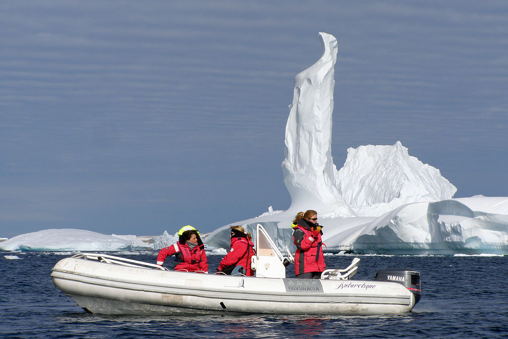 Iceberg de l'île Pléneau ©BluesyPete
