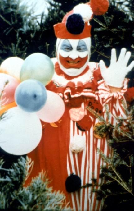 """Art du crime : John Wayne Gacy déguisé en Pogo le clown (histoire ayant inspiré le célèbre film """"Ça"""")"""