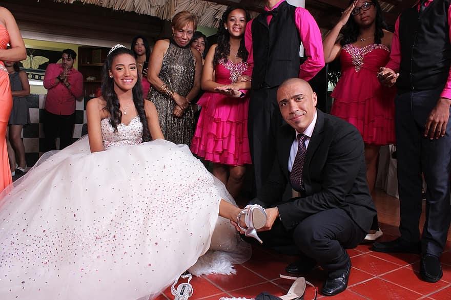 Tradition du changement de chaussure lors d'une quinceañera